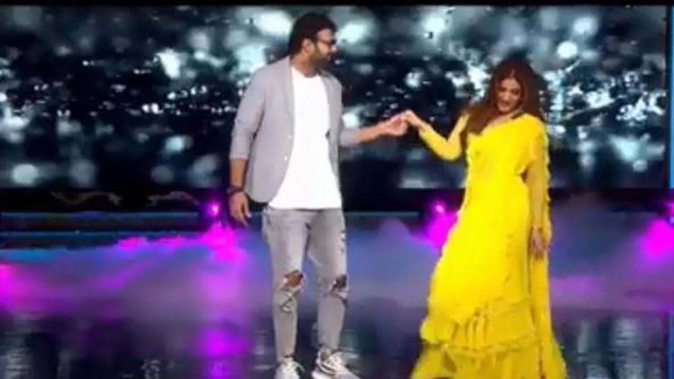 Prabhas and Raveena Tandon groove to Tip Tip Barsa Paani.
