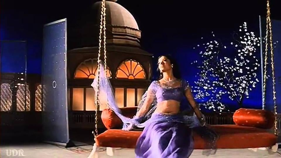 Aishwarya Rai Bachchan in a still from Hum Dil De Chuke Sanam's song Chand Chhupa Badal Me. Over the decades, the Hindi film songwriter's imagination has been to the Moon and back only a few hundred times.