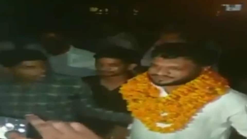 Bulandshahr violence accused was given a hero's welcome on his release from jail on Saturday.(ANITwitter Screengrab)