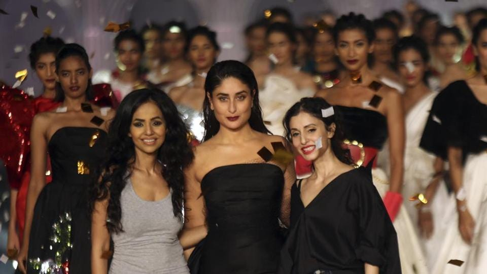 Kareena Kapoor Khan completed the look with bold black lip colour in an emphasis Lakme's theme this season #FreeYourLips focused at freedom of expression.