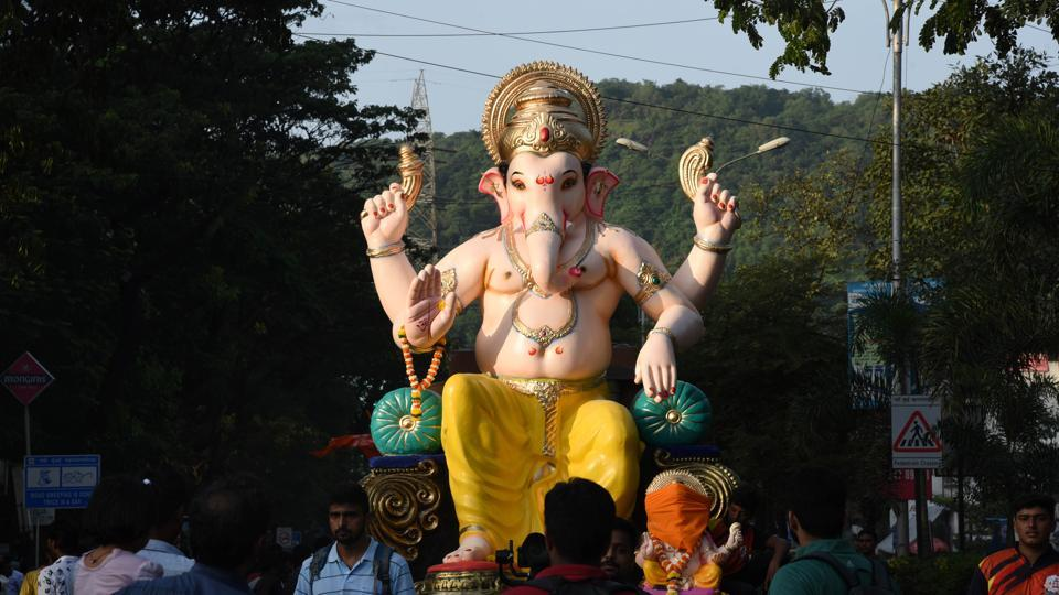 During Ganesh Chaturthi, devotees tend to offer gold ornaments, such as crowns, trunks, durvas, coins and chains to the deity.