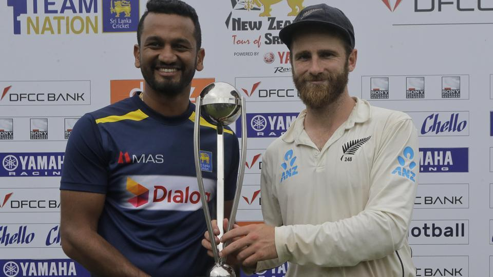 Sri Lanka's captain Dimuth Karunaratne and New Zealand captain Kane Williamson pose with the trophy.
