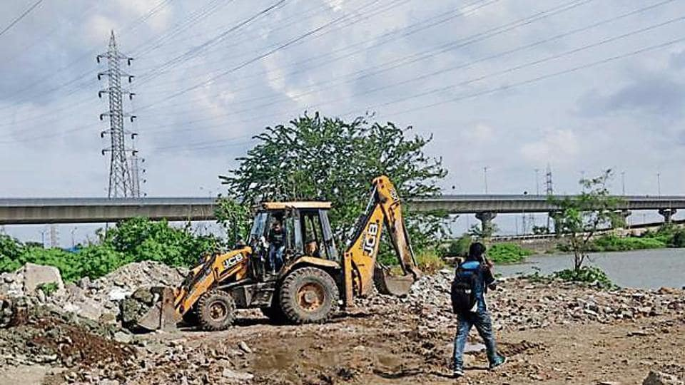 An excavator was spotted dumping debris illegally at Wadala on August 20.