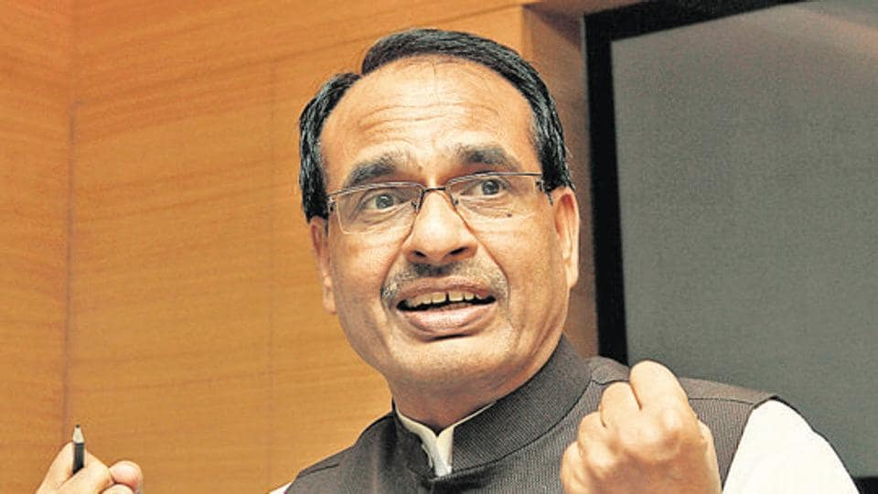 Shivraj Singh Chouhan parodied Rahul Gandhi at a rally and alleged that the Congress leader did not fulfil his promise to waive farm loans in Madhya Pradesh. (Photo by SANJEEV VERMA/Hindustan Times)