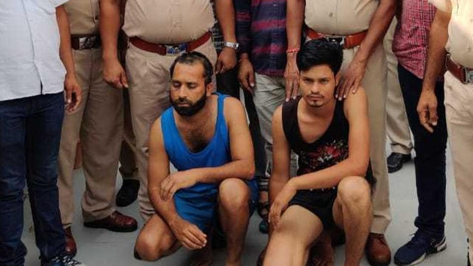 Jitu Bana (left) and aide Sunit at Jobner police station in Jaipur. SHO Brij Bhushan Agarwal, who arrested Jitu on August 21 after an encounter, stands behind the criminal.