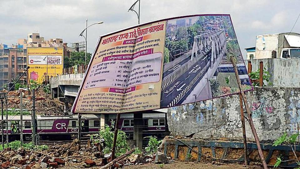 The MSRDC hoarding on Kalyan-Shilphata stretch details how the Patripool will look.