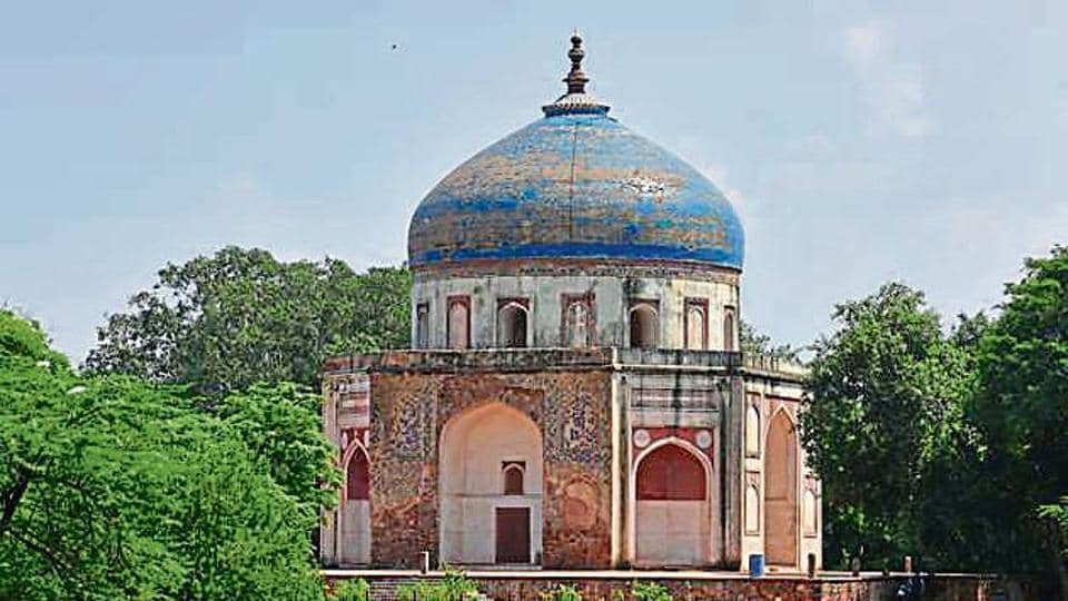 Believed to be one of the earliest Mughal-era structures in Delhi, the Nila Gumbad boasts an interesting history.
