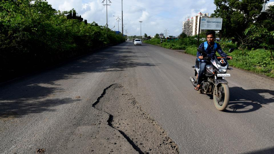 Residents from kharghar to boycott election over bad roads and water problem in Navi Mumbai.
