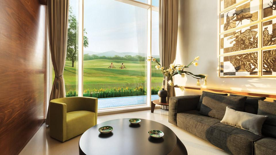 A 100-acre luxury riverside resort with 90 acres of open greens, Lodha Belmondo is set around a stunning golf course on the banks of the Pavana River.