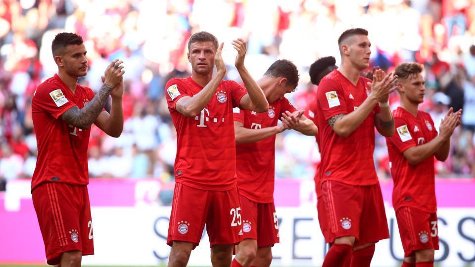 Bayern Munich's Thomas Muller and team mates applaud fans.