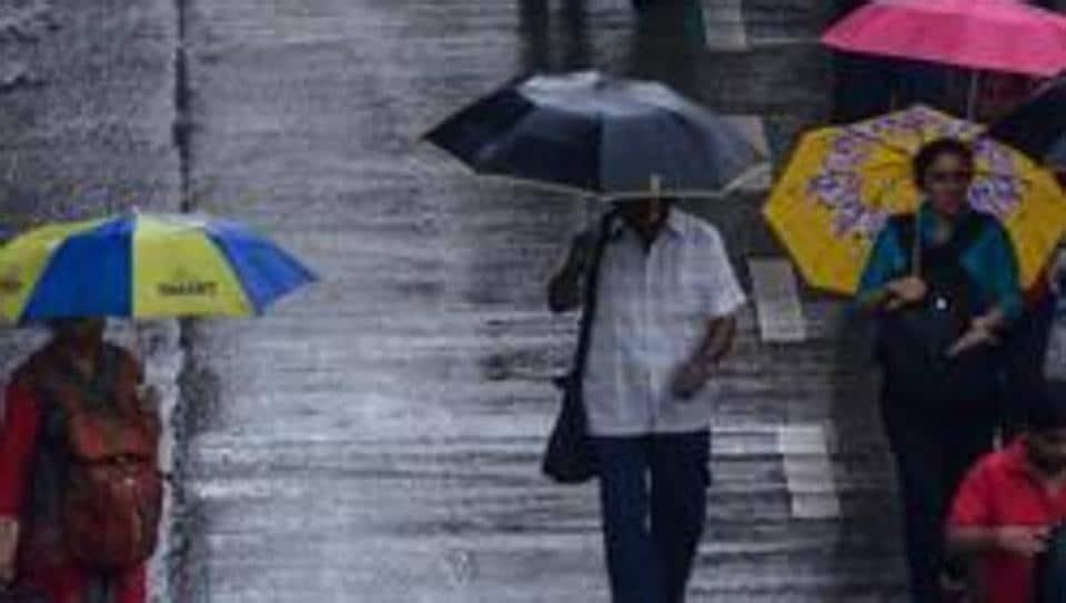 Mumbai, India - Aug. 6, 2019:People deal with rain at Bandra in Mumbai, India, on Tuesday, August 6, 2019. (Photo by Ragul Krishnan/ HT PHOTO)