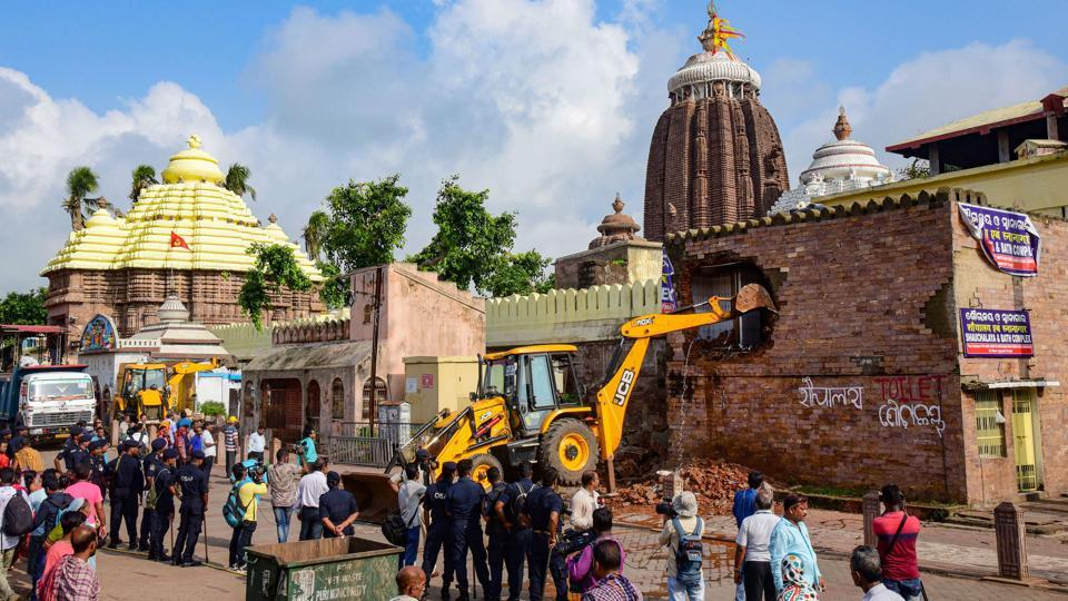 The expansion of the road around the Jagannath Temple in Puri is necessary for the smooth organization of the Nagarjuna Besa next year that will take place after a gap of 25 years.