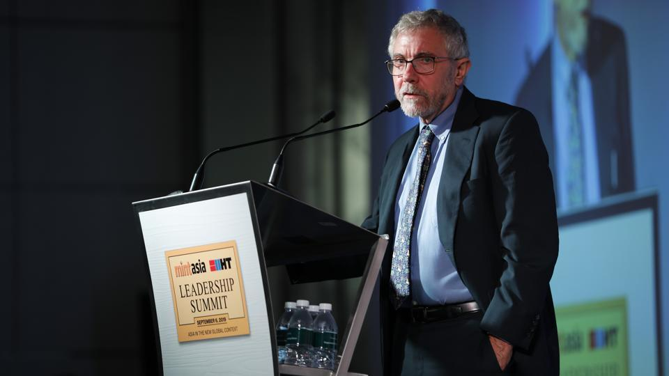 Economist Dr. Paul Krugman speaks at the Hindustan Times Mint-Asia Leadership Summit in Singapore. Held yesterday, the summit included speakers from top leaders of the world in the fields of science, arts, technology and sports. The ongoing US-China trade tensions and the ensuing uncertainty make this a difficult time for running big businesses, according to Krugman, who delivered the keynote address at the summit. (HT Photo)