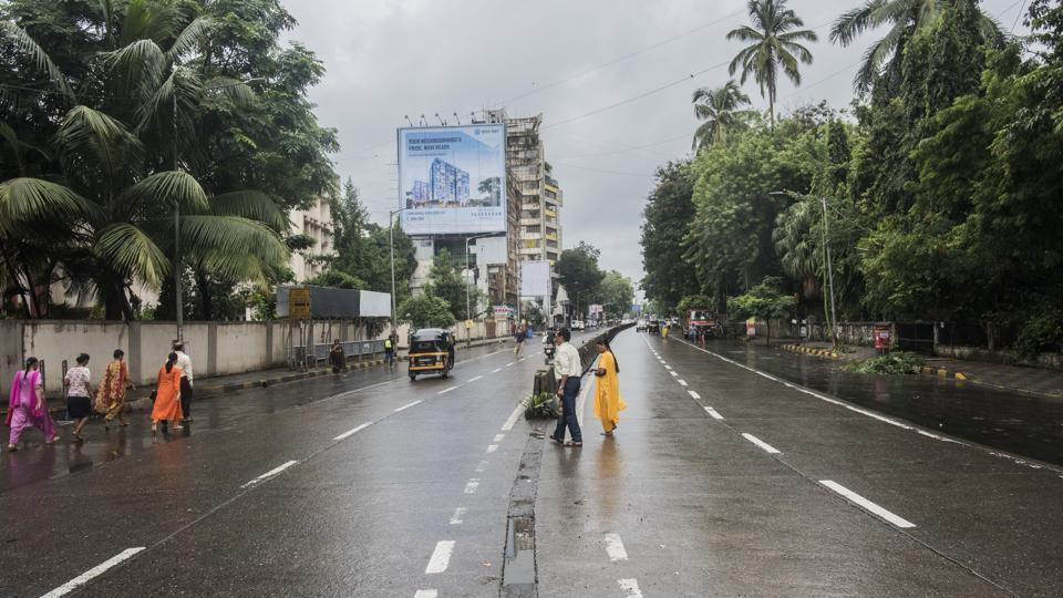 The Mumbai Metropolitan Region Development Authority (MMRDA) has planned to redevelop 34 roads in Dombivli, which have developed potholes and whose redevelopment citizens have been demanding for years.