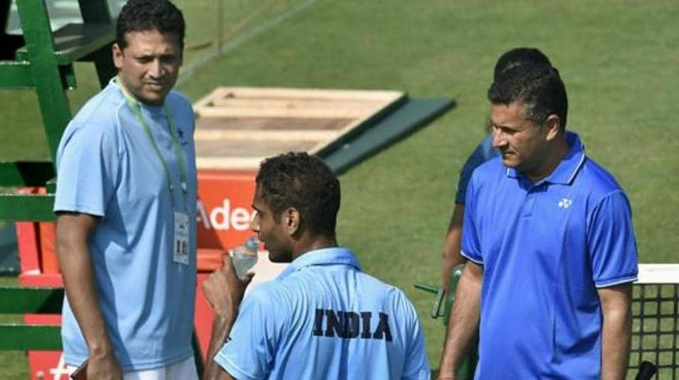 India's non playing captain Mahesh Bhupathi with coach Jishan Ali and player Ramkumar Ramanathan.
