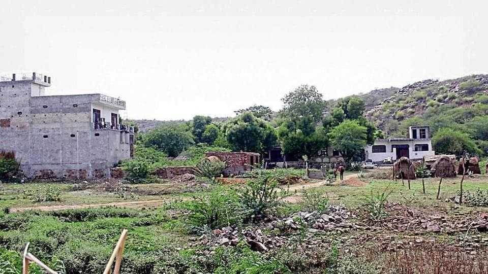 Experts say the region is a relatively undisturbed Aravalli forest, and part of important wildlife corridor contiguous with the protected Mangar Bani and Asola Bhatti Wildlife Sanctuary.