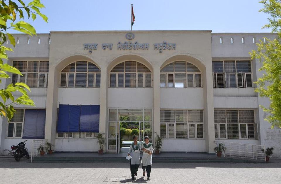 Govt begins process of regularising teachers of meritorious