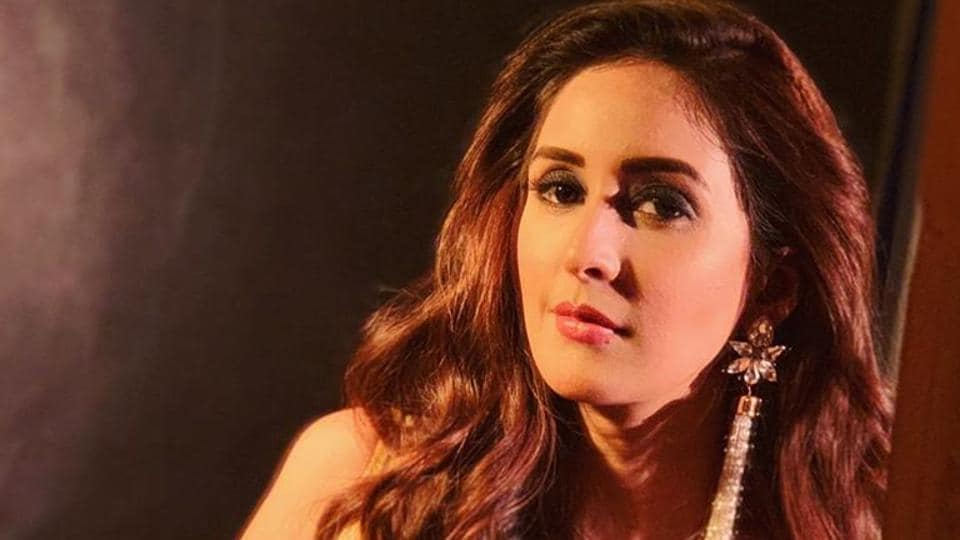 Chahatt Khanna has claimed to have left film offers due to casting couch.