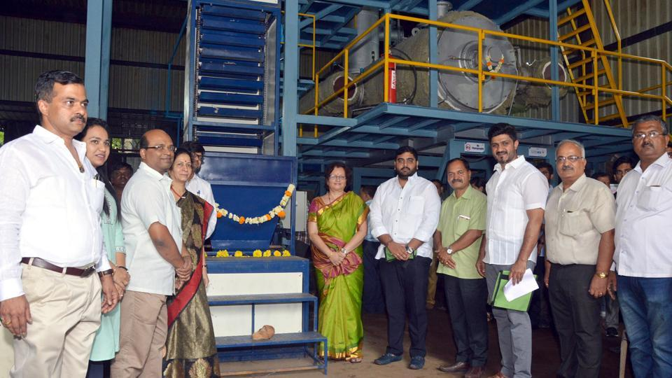 Mukta Tilak (green sari), Pune mayor, on Tuesday inaugurated Pune Municipal Corporation's (PMC) first plastic-to-fuel project in the city at Ghole road.