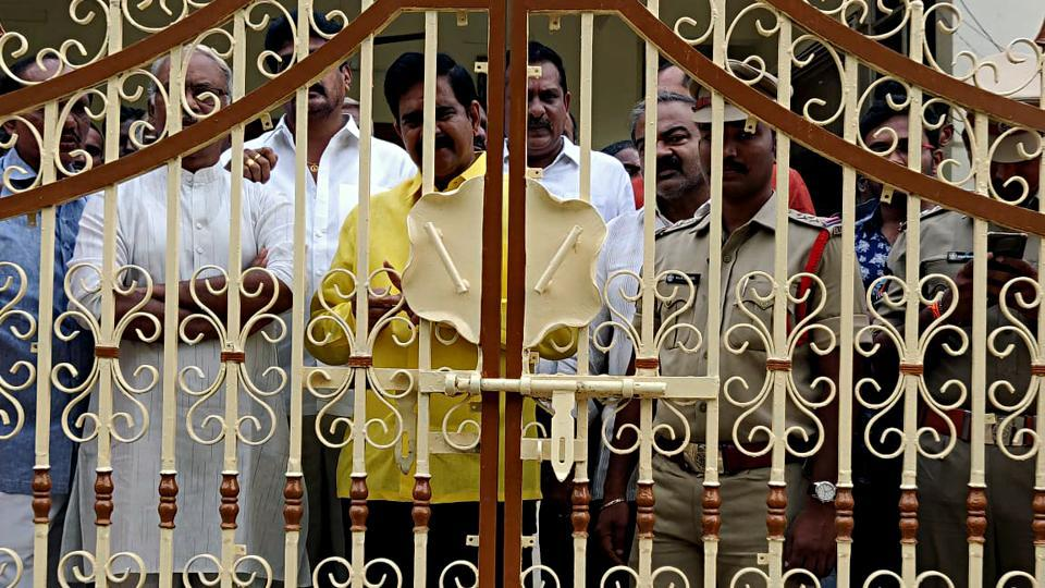 TDP workers gather at the residence of former CM of Andhra Pradesh N Chandrababu Naidu, as Police are not allowing them for 'Chalo Atmakur' rally, in Amaravati on Wednesday.