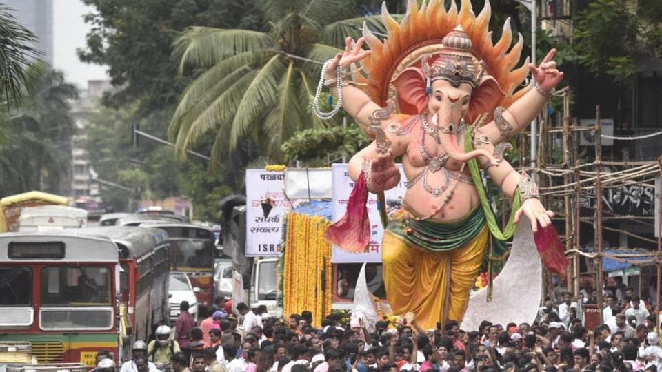 Devotees take part in a procession to immerse idols of elephant-headed Hindu god Ganesha (lalbaugcha raja) in the Arabian Sea, marking the end of the 10-day long Ganesh Chaturthi festival at Lalbaugh in Mumbai.