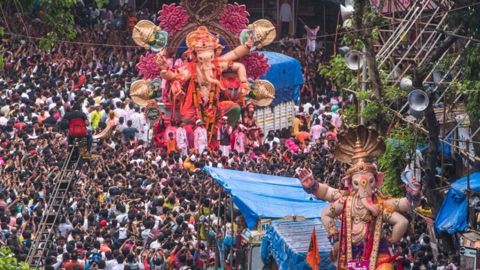 Devotees take part in a procession to immerse idols of elephant-headed Hindu god Ganesha in the Arabian Sea, marking the end of the 10-day long Ganesh Chaturthi festival at Lalbaugh in Mumbai.