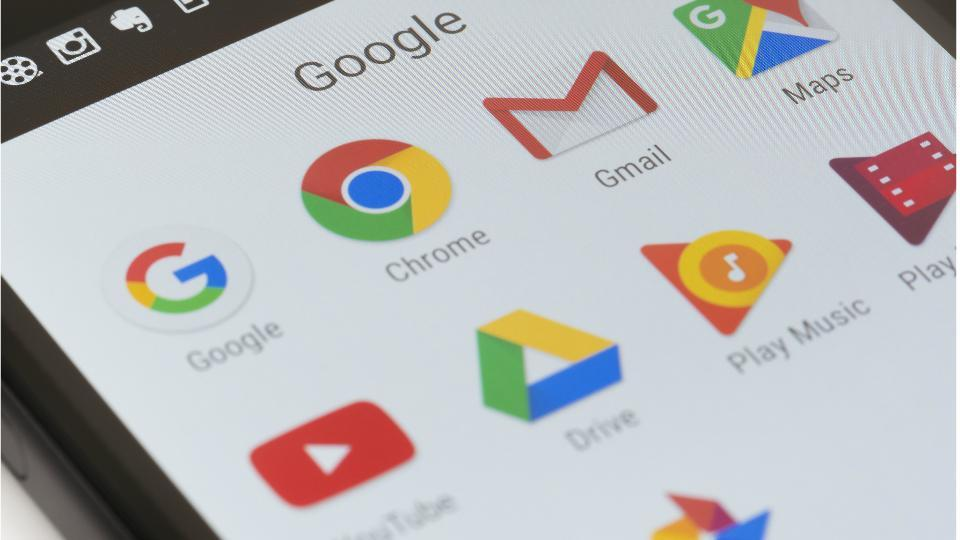 Gmail dark mode rolls out with Android 10.