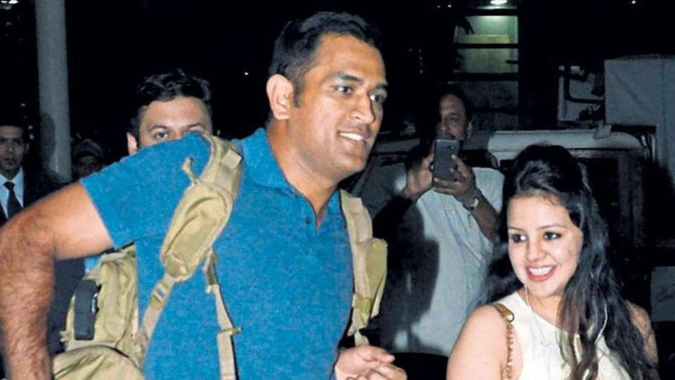 File image of India cricketer MS Dhoni and wife Sakshi Dhoni.