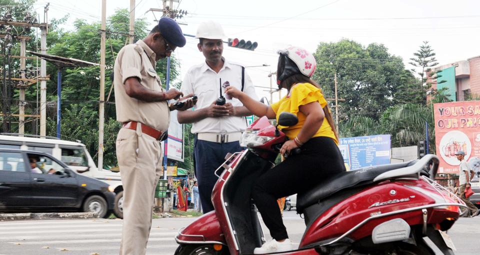 Traffic police persons realising fine under imposition of new amendment in motor vehicle act 2019 to a traffic rule violator at Karamtoli chowk in Ranchi, India, on Friday, September 6, 2019.  Image for representation purpose.