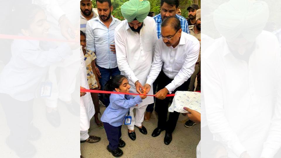 AnmolBeri, Ferozepur deputy commissioner Chander Gaind and local MLA Parminder Singh Pinki inaugurating the renovated emergency unit of Ferozepur civil hospital on Friday.