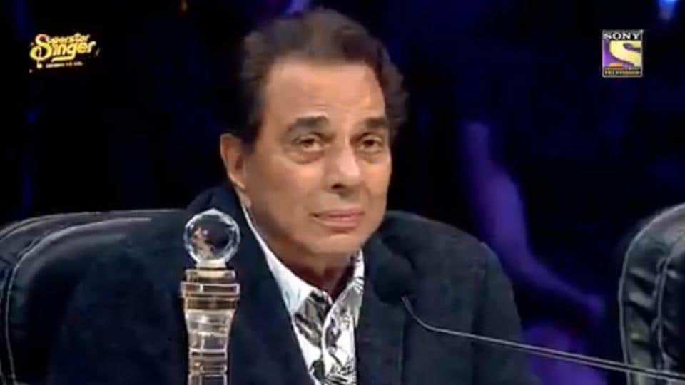 Dharmendra cries on Superstar Singer.