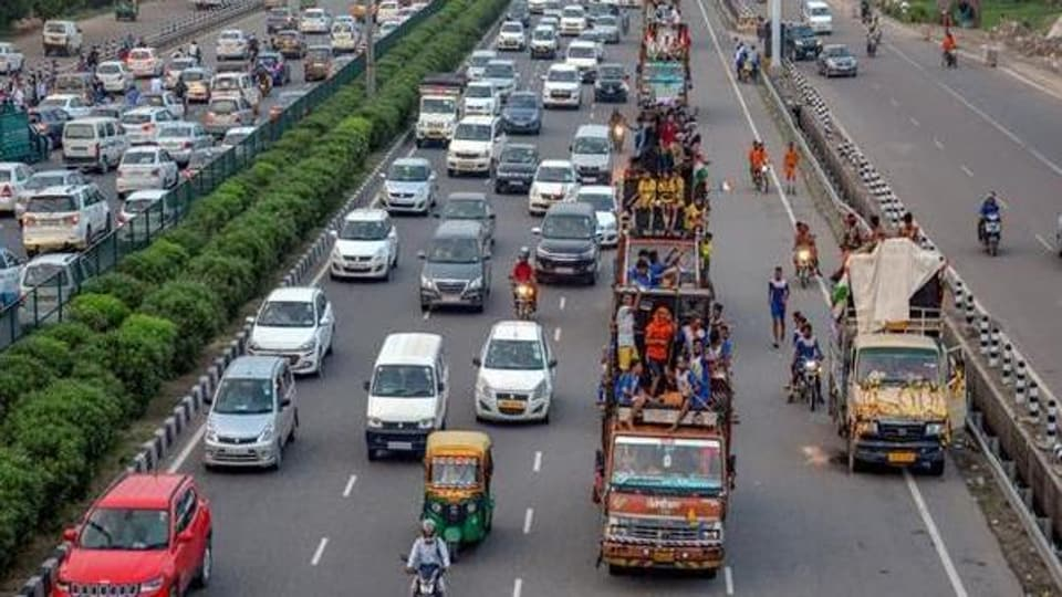 According to a senior court official, all fines are reaching the court because the Delhi government is yet to decide on compoundable and non-compoundable offences and issue a notification listing offences under both categories.