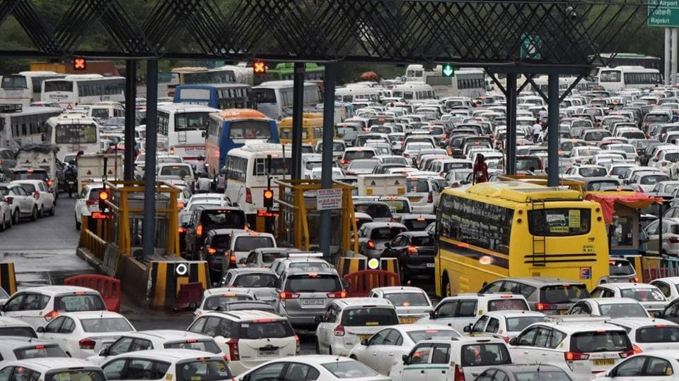 Long traffic jams and scuffles between truck drivers and toll tax staff were witnessed at all 13 border entry points of Delhi on Saturday