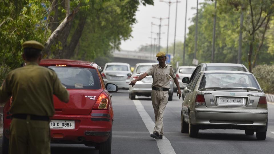 Delhi Transport Police personnel checking vehicle during the Odd-Even plan at DDU marg in New Delhi.