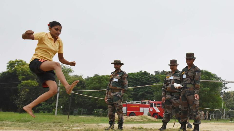Three hundred women candidates from Uttar Pradesh and Uttarakhand took part in the recruitment rally for military police on the final day.