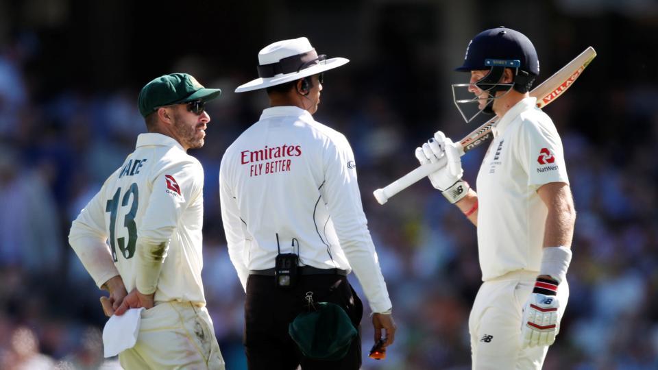 Australia's Matthew Wade and England's Joe Root speak to umpire Kumar Dharmasena