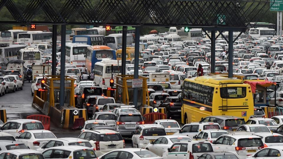 From the midnight of September 13, around 2,625 commercial vehicles have been found entering Delhi through the 13 entry points without radio-frequency identification (RFID) tags or insufficient recharge amount in their tags.