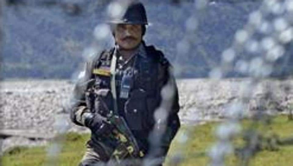 Pakistani troops on Saturday pounded Indian posts and villages in three sectors along the Line of Control   in Poonch district with heavy mortar fire,  prompting Indian soldiers to retaliate in equal measure.