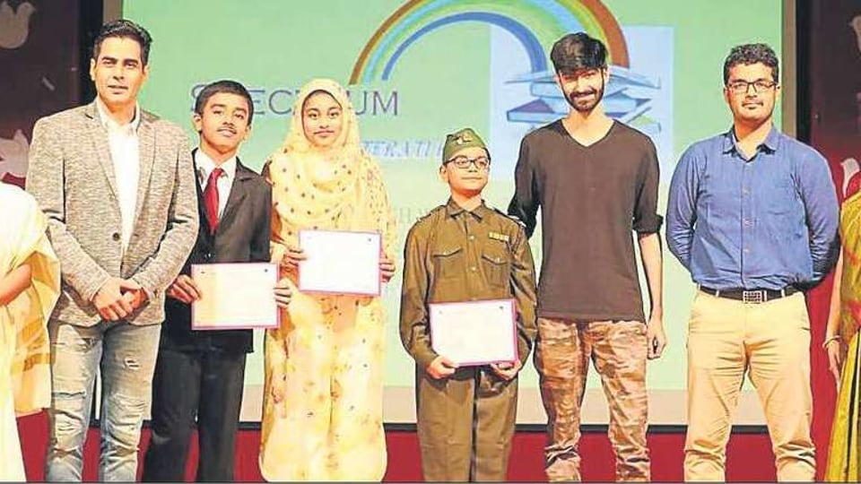 Chatrabhuj Narseee Memorial School organised an inter-school group recitation competition for Class 5 and Class 6 students, in which 350 students participated.