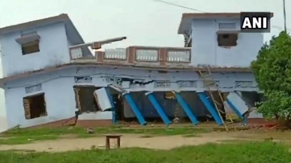The house reportedly collapsed due to heavy and continuous rainfall in the area.