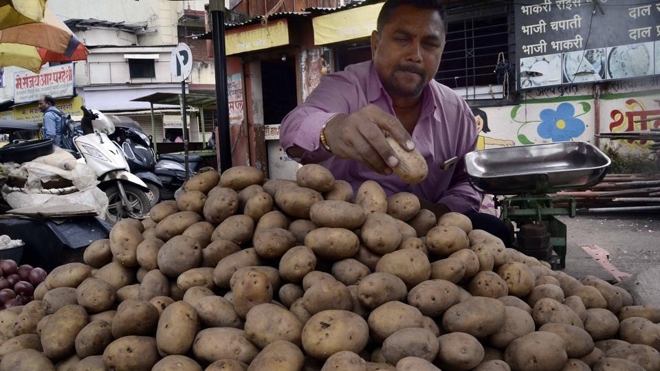 The prices of potatoes increased from Rs 80 to Rs 100 per 10kg last week to Rs100-160 per 10kg this week.