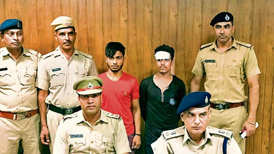 15 days before the incident, Gulshan, a street vendor, allegedly had an argument with Sanjeet Kumar, the deceased, and his friends Rahul, Abhishek and Krishan over the placement of their carts.