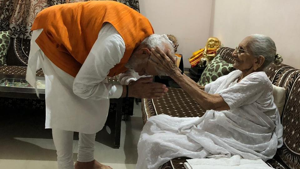 PM Modi seeks blessing of his mother  (BJP/Twitter)