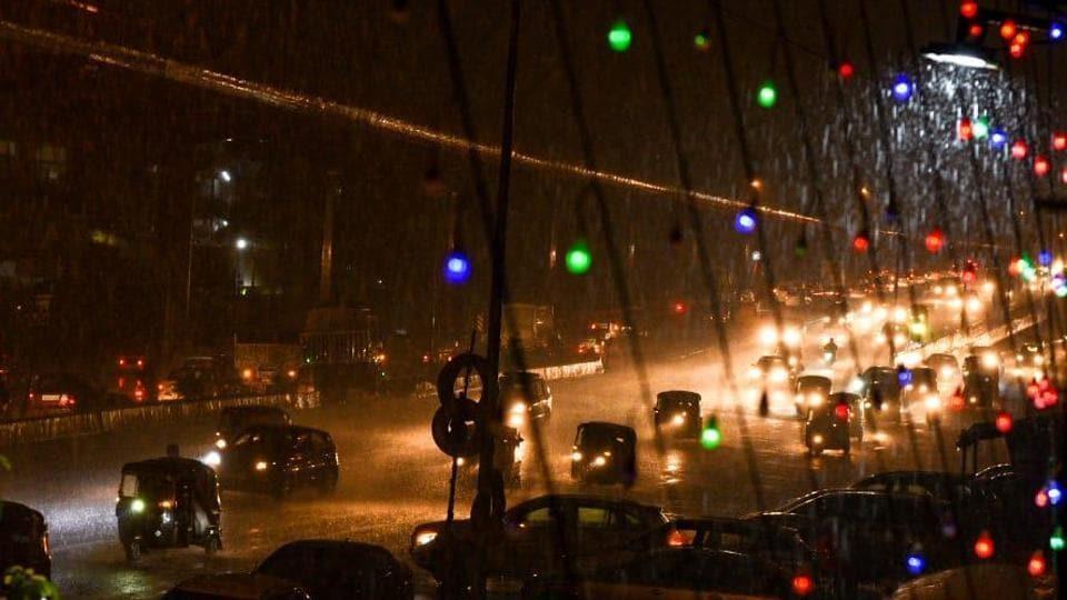 Moderate showers began across south Mumbai from 10.30pm onwards.