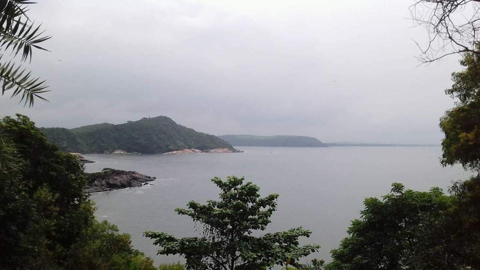 Gokarna is one of the very few coastal areas in India where one can witness a hill station like ambience with its green valleys waving to the tune of a celestial orchestra with a resonance mimicking the waves of the nearby Arabian Sea.