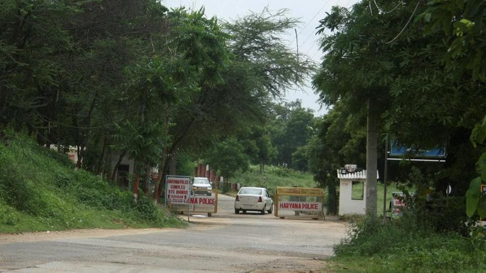 This latest development comes in response to a petition by the former sarpanch of Manesar panchayat Ram Avtar Yadav. The petition was filed earlier this year to highlight unauthorised construction by the police on Aravalli land.
