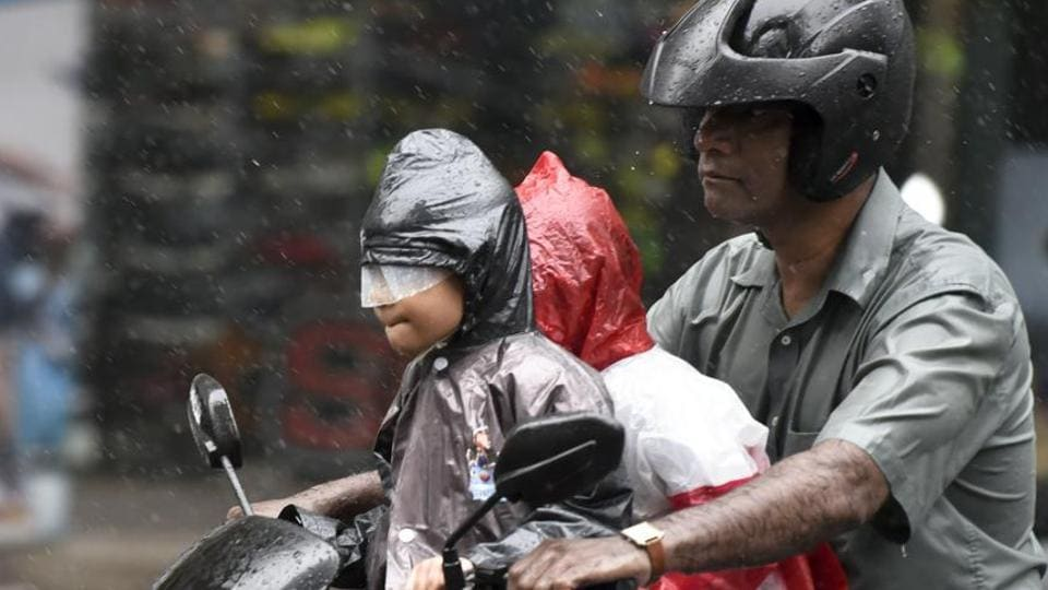 A red alert warning directs the state and municipal authorities to take precautionary action in case of widespread extremely heavy rain, while a yellow alert directs concerned bodies to stay updated on rain forecasts.