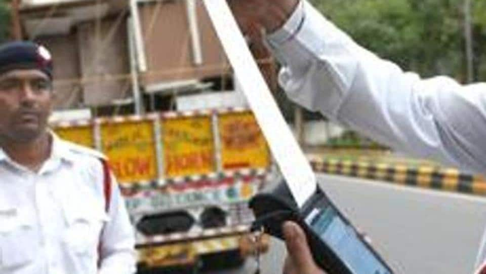 New Delhi, India - September 1, 2019: Delhi Traffic Police personnel issue a fine to a truck driver after the implementation of the amended Motor Vehicles Act that came into force today, near KG Marg in New Delhi, India, on Sunday, September 1, 2019. (Photo by Arvind Yadav/ Hindustan Times)