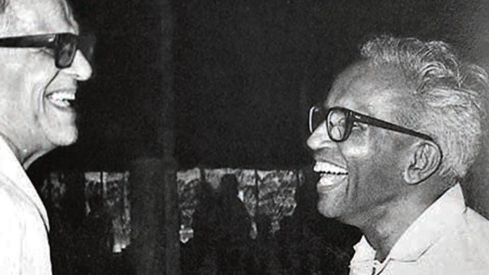 BT Ranadive and Elamkulam Manakkal Sankaran Namboodiripad share a light moment.