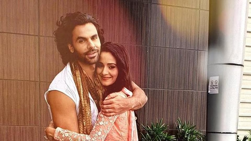 Ankit was filming a romantic scene with Heena when he injured himself.